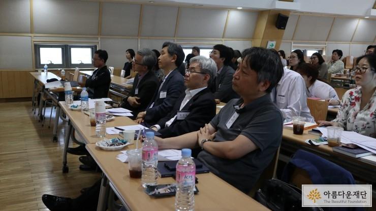 왼쪽부터 김운호, 박태규 기부문화연구소 연구위원, 박찬복 사회복지공동모금회 사무총장, 이원규 공유 대표