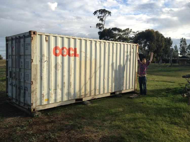 Hatch에서 진행하고 있는 난민 캠프를 위한 미니 농장 짓기 프로젝트에 쓰일 컨테이너