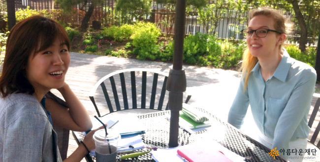 아름다운재단 옥상에서 독일학생 루이자와 함께