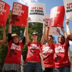 영국의 동성결혼 합법화 결정에 대한 환영모습